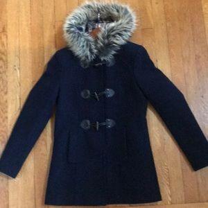 Coat with toggle closure.